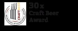 """Hier ist eine Medaille mit dem Text """"Dreißig mal Craft Beer Award"""" daneben"""