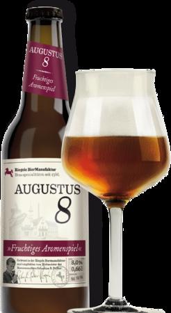 Hier ist eine Flasche Augustus 8 mit einem Sommelierglas