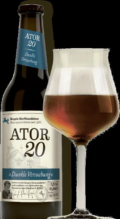 Hier ist eine Flasche Ator 20 mit einem Sommelierglas