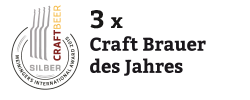 """Hier ist eine Medaille mit dem Text """"Drei mal Craft Brauer des Jahres"""" daneben"""