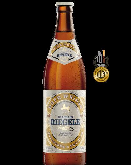Hier ist eine Flasche Hefe Weisse mit dem Medaillen, die das Bier gewonnen hat
